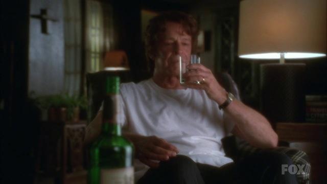 Fringe S3x15 - Walternate drinking thinking what he has happened