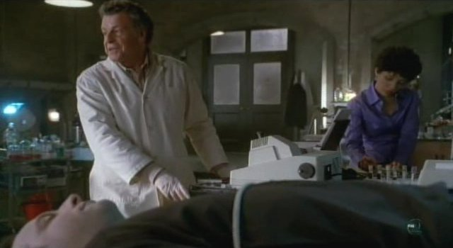Fringe S3x16 - Walter Astrid and the floating man