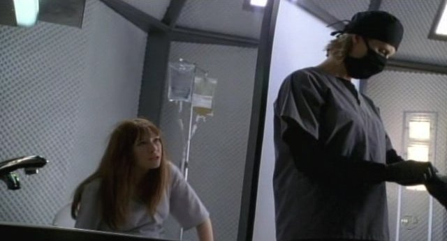 Fringe S3x18 - BOlivia tries to reason with the nurse