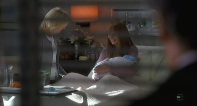 Fringe S3x18 - Grandma and BOlivia with the little bundle