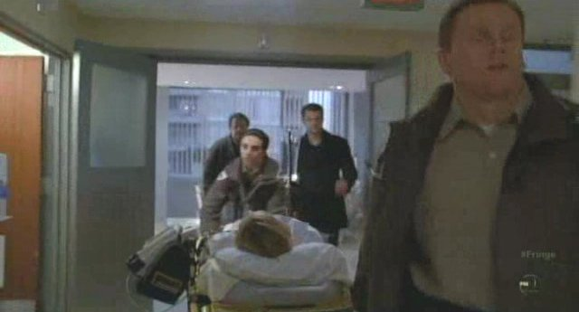 Fringe S3x19 - To the emergency room