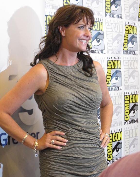Comic-Con 2010 Amanda Tapping Sanctuary Press!