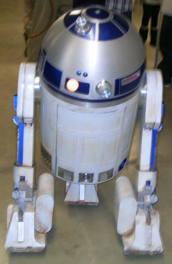 R2D2 of Star Wars at CM16!