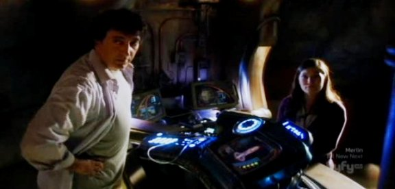 SGU S1x13 - Brody and Park fixing damaged shuttle