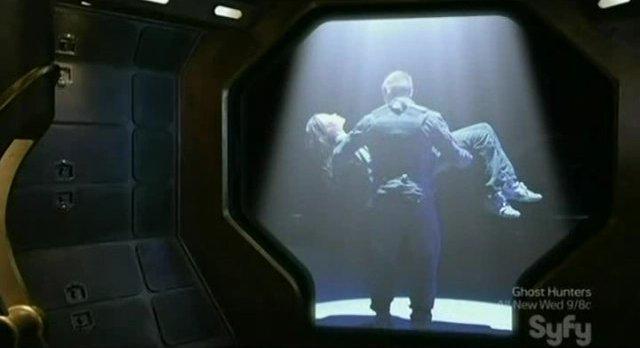 SGU S2x11 - Lt. Scott moves to save Chloe