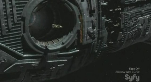 SGU S2x11 - The shuttle enters the docking bay