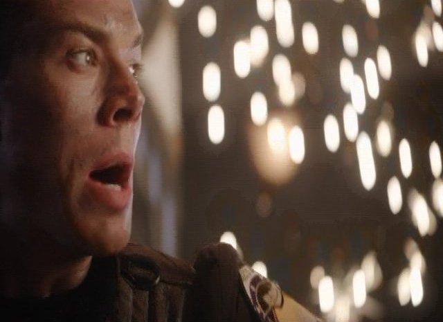 SGU S2x12 - Lt Scott holds open Alternate Destiny Stargate