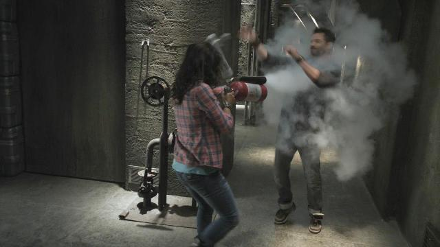Sanctuary S3x12 Kate attacking Henry with fire extinguisher