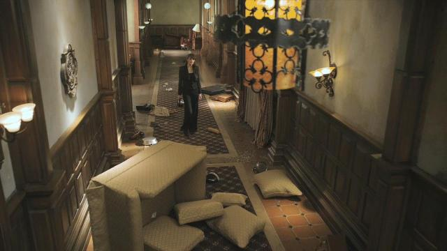 Sanctuary S3x12 Magnus in trashed Sanctuary corridor
