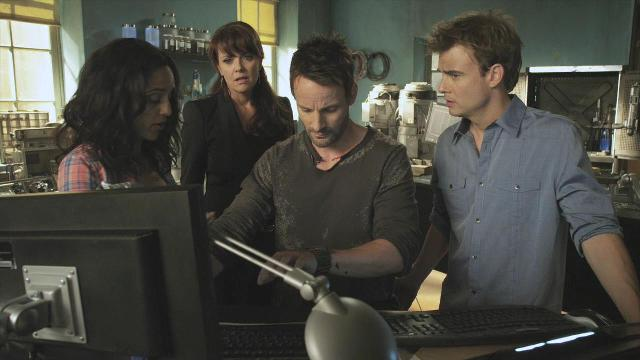 Sanctuary S3x12 Team around computer in lab