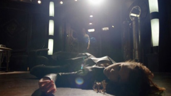 SGU S2x08 Malice - Ginn (Julie McNiven) found on floor