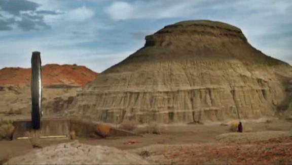 SGU S2x08 Malice - Stargate desert side view