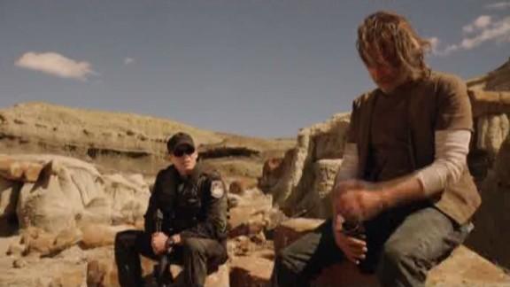 SGU S2x08 Malice - Lt Scott confers with Dr. Rush