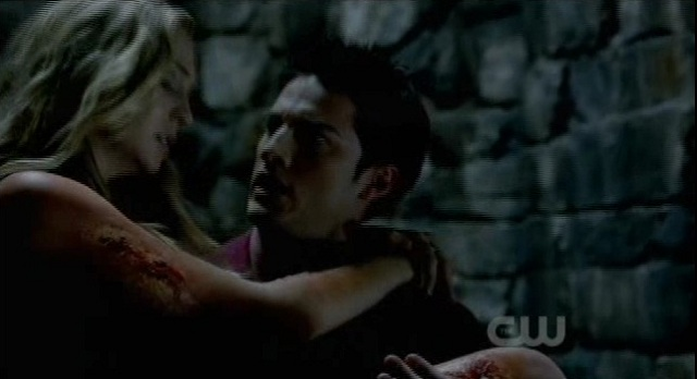 The Vampire Diaries S3X03 TYLER SAVES CAROLINE