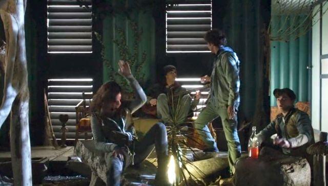 "Terra Nova S01x03 ""What Remains"" Teens in commune"