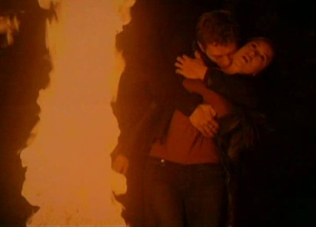 The Vampire Diaries S3x01 - Feeding by the Fire