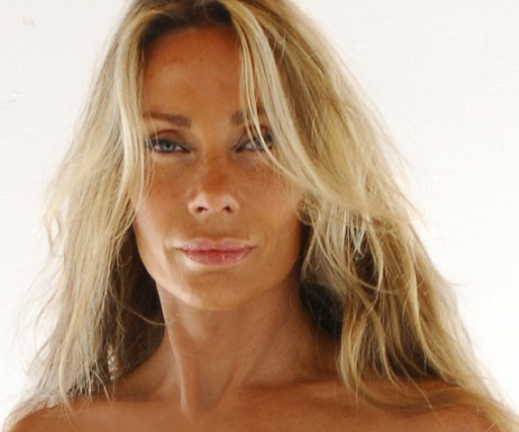Click to visit Ms. Virginia Hey at her official web site!