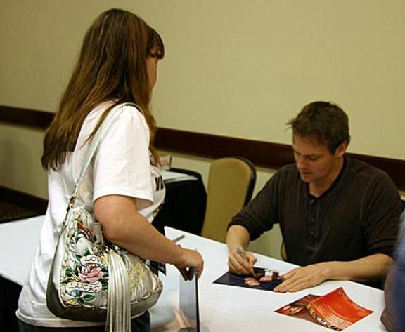 VulcanCon 2010 - Shanks with Trishy getting autograph