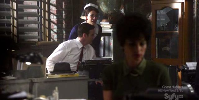 Warehouse 13 S2x10 - Myka & Pete see themselves