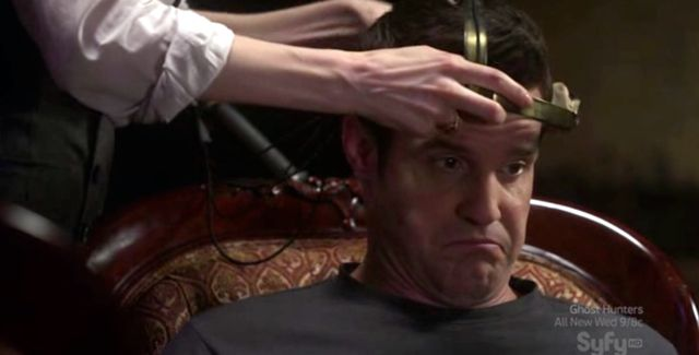 Warehouse 13 S2x10 - Pete gets headgear