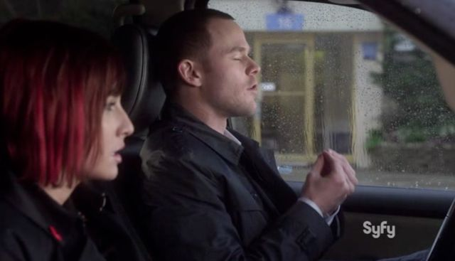 WH13 S03x02  Claudia and Jinks in car
