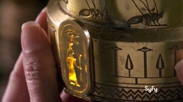 WH13 S03x04 Amanda opened hive