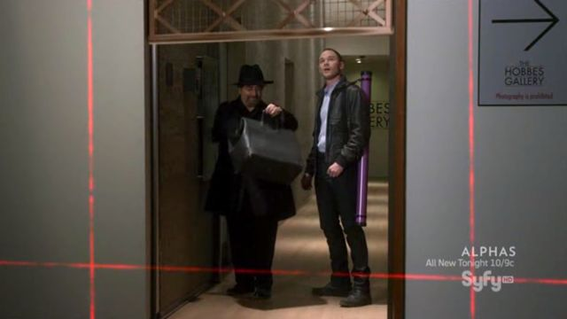 Warehouse 13 S3x06 Jinks and Artie in Museum