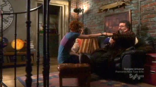 Warehouse 13 S2x12 - Artie and Claudia touch fists