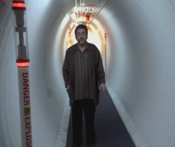 Artie in Warehouse 13 tunnel about to bei blown up!