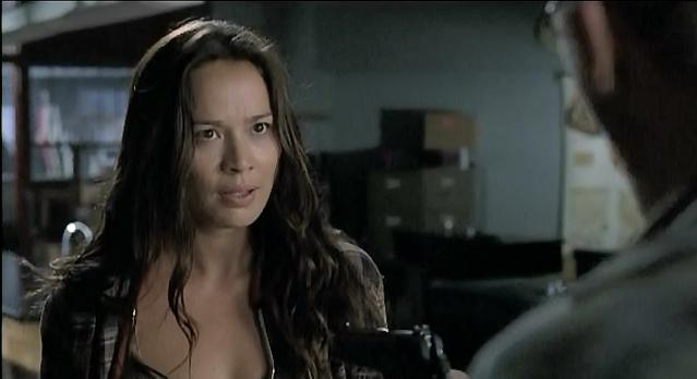 Falling Skies S1x06 - Anne Glass held at gunpoint
