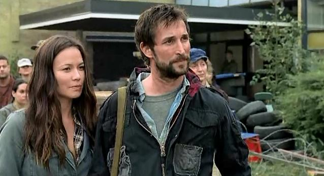 Falling Skies S1x06 - Anne and Tom get ready!