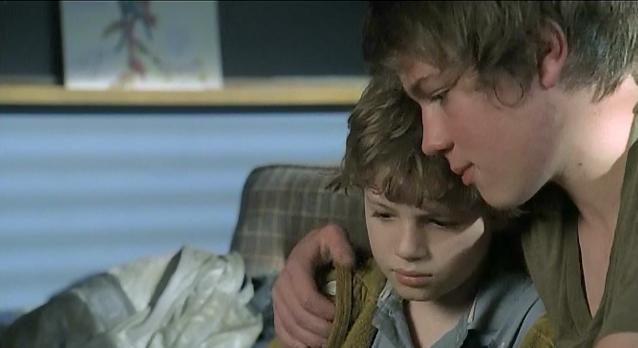 Falling Skies S1x06 - The Mason brothers hug!